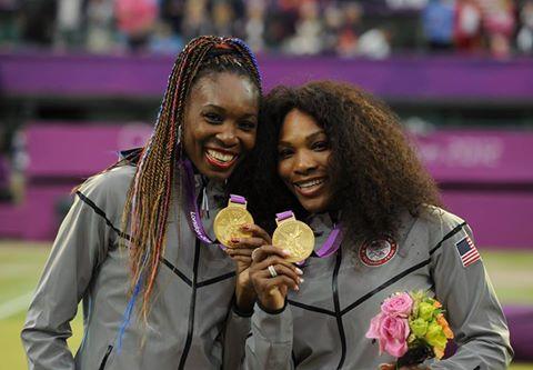 Tennis : Venus et Serena Williams mettent leur lien à l'honneur
