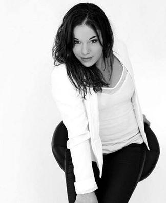 Gym artistique : Youna Dufournet tout en élégance dans un cliché en noir et blanc